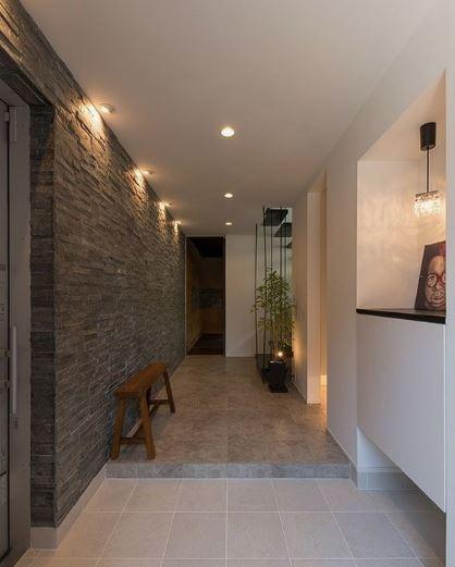 Motif de papier peint créant une ambiance dans une pièce à vivre